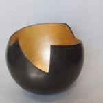 vase H 27 x W 32 cm.